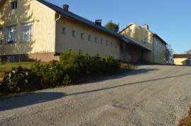Koveron koulua on jouduttu korjaamaan useaan otteeseen.