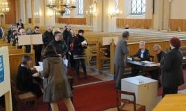 Varsinaisena vaalipäivänä äänestys tapahtui kirkoissa. Kuva: Jussi Arola