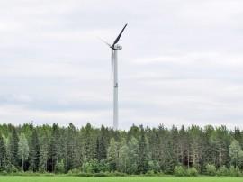 Tämän Pöytyällä sijaitsevan tuulivoimalan napakorkeus on vain 78 metriä. Lautakunnan suositteleman laskentatavan mukaisesti tämän myllyn etäisyys tulisi olla vähintään 780 metriä lähimmästä asumuksesta.