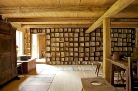 Mattilan talonpoikaistilan esinekokoelmien helmen muodostavat noin 450 juustokehää. Pentti ja Anne Siivosen Mattila on ehdolla Europa Nostra -kulttuuriperintöpalkinnon saajaksi.