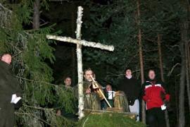 Tänään järjestetään metsäkirkko Vohdensaarella ja Lokalahdella. Kuva Vohdensaaren metsäkirkosta vuonna 2008. Kuva Matti Jalava.