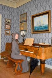 Museotyö on yllättävän monipuolista. Rooliopastukseen valmiina museoamanuenssi Jonna Junkkila. Kevään museoillassa kerrotaan työstä lisää.