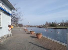 Pakkahuoneen rannalla oli torstaina ihanan keväistä, lämpöä +9 astetta.