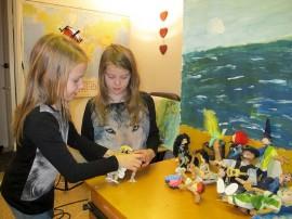 Anni Ranki ja Siiri Soininen pitävät animaationukkien valmistusta hauskana puuhana.