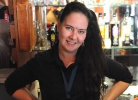 Sara-Araminta työskentelee Uudessakaupungissa, ravintola Lännentiessä.