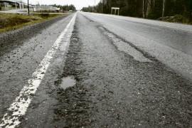 ELY-keskus on tehnyt lopullisen päätöksen siitä että Uki-Laitila maantie otetaan mukaan tämän vuoden päällystysohjelmaan.