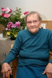 Toimittaja Pirkko Varjo kävi jututtamassa 102 vuotta täyttänyttä Aino Ellää.