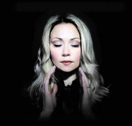 Jo pitkään omaa musiikkia kunnianhimoisesti tehnyt Anna Eriksson nauttii, kun saa musikaaliprojekteissa tehdä ihan erilaista musiikkia.