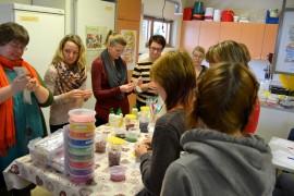 Vakka-opiston kosmetiikan valmistuskurssi sai innostuneen vastaanoton.