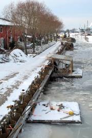 Kaupunginlahden reunarakenteen kunnostus etenee talvikeleistä huolimatta.