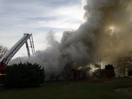 Palo on levinnyt naapurirakennukseen.