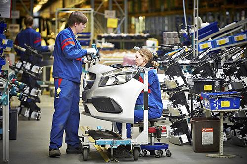 Katumaasturin valmistusta autotehtaalla. Kuva on kesäkuulta 2017. Kuva: Ari-Matti Ruuska, TS.
