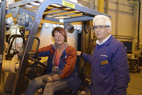 Uusikaupunkilainen Sari Tamminen on Vahteruksen pitkäaikainen työntekijä. Tällä hetkellä hän työskentelee varastolla. Vahterus Oy työllistää yli 250 ihmistä, kertoo toimitusjohtaja Mauri Kontu.